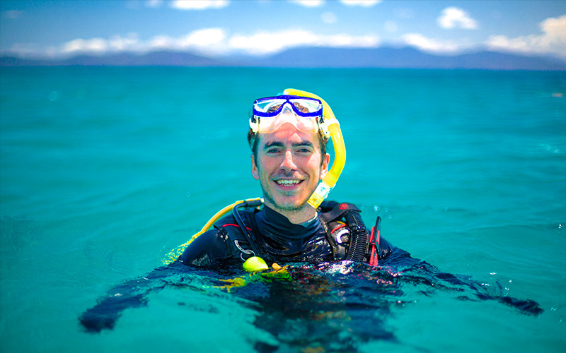 Simon Reeve diving on the Great Barrier Reef