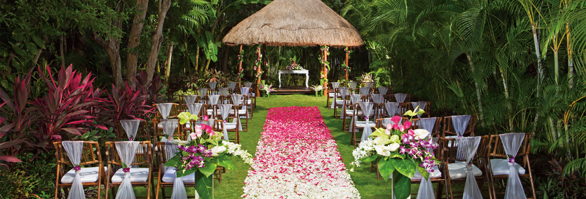 12 extraordinary free weddings abroad